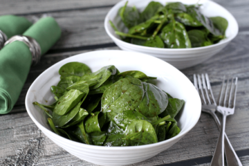 Eating Raw Spinach Helps Flush Toxins from the Body