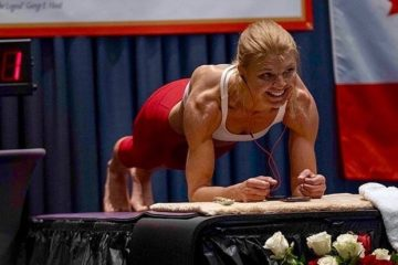 Female Power: Vegan Athlete Breaks Women's World Record for Longest Plank