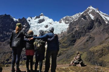 Couple Quits Jobs, Sells House & Go on a World Trip with their Kids