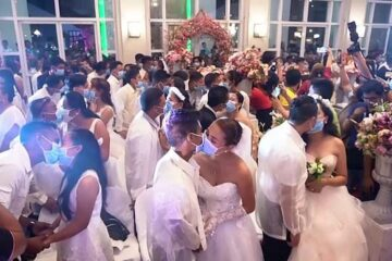 Due to Fear from Coronavirus, more than 200 Couples Wear Masks on their Wedding Day