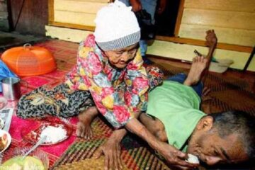 101-Year-Old Mother Cared for Her Disabled Son Aged 63- Mother's Love Is True Love