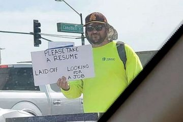 Laid Off Dad Gets Hundreds of Job Offers after Handing Out Resumes on the Street
