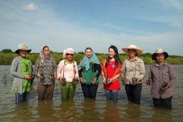 Meet these Female Conservationists Rewilding the Mangroves in Cambodia