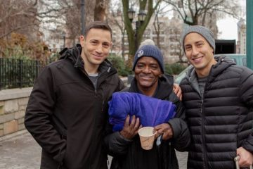 Lovely Brothers Deliver Blankets to Homeless Decorated with Beautiful Notes