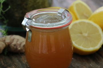 Healing Homemade Anti-Cough Syrup with Lemon, Honey, and Vinegar